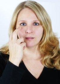 Frau Körpersprache klopfen